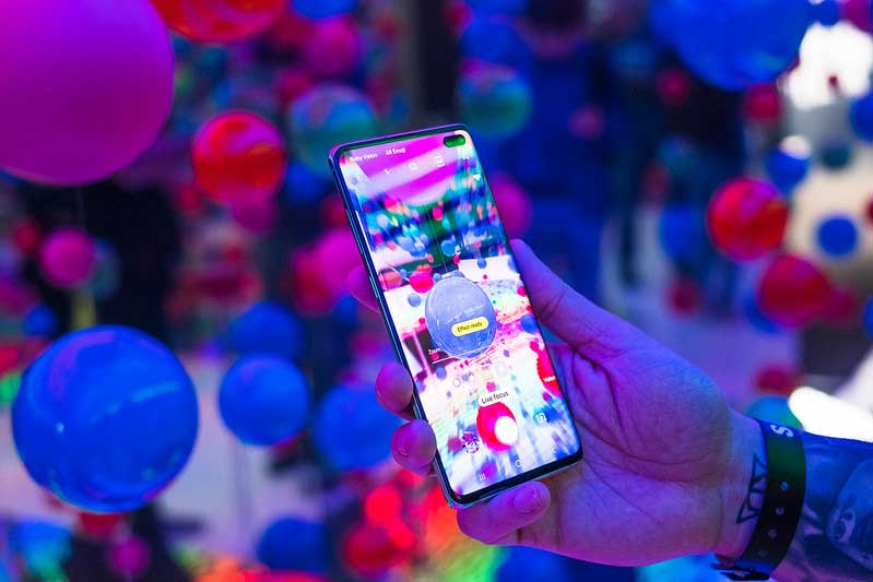 Samsung Galaxy S10 neon lighting